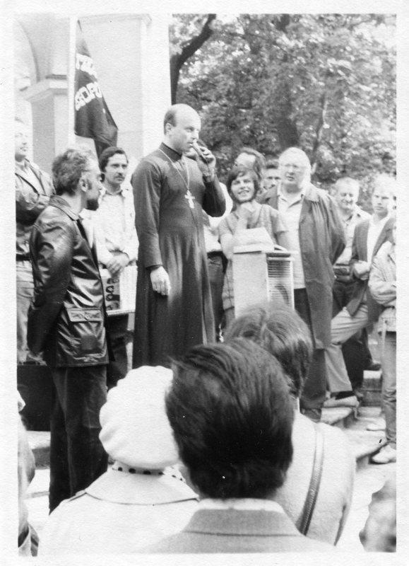 член Демократического движения отец А. Шереметьев.